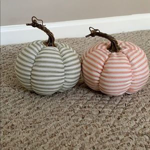 Pumpkins, Set of 2